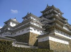Himeji Castle,is a hilltop Japanese castle complex located in Himeji, in Hyōgo… Unique Architecture, Japanese Architecture, Historic Architecture, Geisha Samurai, Castle Parts, Himeji Castle, Castle Pictures, Japanese Castle, Temples
