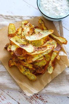 Healty snacks - Hjemmelavet Chips I Ovnen Sprøde Ovnbagte Chips Cheap Clean Eating, Clean Eating Snacks, Healthy Snacks, Healthy Recipes, Snacks List, Healthy Eating, Healthy Nutrition, Oven Baked Chips, Homemade Chips