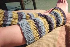 Keep chilly legs nice and cozy with this free online knit legwarmer pattern. These Aspen Legwarmers are not only super cuddly, but they're stylish, too. Throw them over a pair of jeans for added warmth and an extra touch of color. Crochet Leg Warmers, Baby Leg Warmers, Crochet Socks, Knitted Slippers, Crochet Baby, Knit Crochet, Irish Crochet, Easy Knitting, Loom Knitting