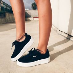 High Waist Leggings With Pockets - Shoes & Bags - Schuhe Trendy Shoes, Cute Shoes, Me Too Shoes, Cute Casual Shoes, Funny Shoes, Sneakers Fashion, Fashion Shoes, Fashion Dresses, Mens Fashion