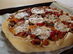 Pizza poulet poivrons (Vegan)   http://macuisinevegetalienne.blogspot.fr/2015/04/pizza-poulet-poivrons-vegan.html
