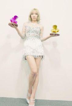少女時代テヨン、超ミニドレスで小顔&美脚の抜群のスタイルを披露!