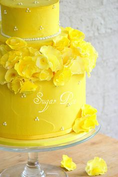 Cakes of Many Colors: Beautiful and Colorful Wedding Cakes I haven't thought about yellow for a wedding.but I do love this cake Gorgeous Cakes, Pretty Cakes, Amazing Cakes, Cupcakes, Cupcake Cakes, Crazy Cakes, Fancy Cakes, Cake Pops, Mellow Yellow