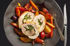 La longe de porc au pesto de coriandre et légumes rôtis, une autre délicieuse façon de savourer le porc du Québec.