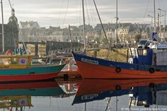 Reflets dans le port Sailing Ships, Boat, Lens Flare, Puertas, Dinghy, Boats, Sailboat, Tall Ships, Ship