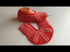 Easy Knitting, Knitting Socks, Knitting Patterns Free, Stitch Patterns, Crochet Patterns, Hello Ladies, Learn How To Knit, Knitted Slippers, Knitting Projects