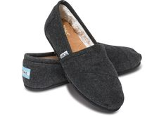 It might be cold outside, but you'll feel nothing but warmth in TOMS women's Black Woolen Classics with a faux shearling lining.
