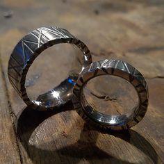 Love is in the air. Nää uniikit sormukset sujahtaa joulun aikaan vihkiparin nimettömiin . #vihkisormus #rakkaus #uniquejewelry #weddingring #anuek #koruseppä #kerava #finnishdesign