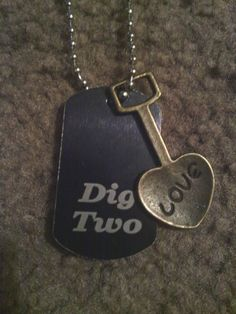 """Band Perry lyrics """"Dig Two"""" dog tag necklace. Little Country Girls, Country Girl Style, My Style, Country Life, Country Music, Belly Rings, Belly Button Rings, The Band Perry, Country Bands"""