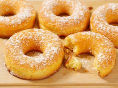 Prepare fluffy donuts with almond flour, - Dieta Vegetariana Vegetarian Vegan Snacks, Healthy Desserts, Arno, Diabetic Deserts, Low Carb Recipes, Cooking Recipes, Baked Doughnuts, Donuts, Pan Dulce