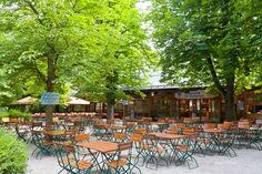There is even a small beergarden at the zoo. Biergarten im Tierpark Hellabrunn, München