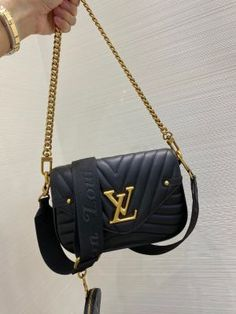 Louis Vuitton Handbags Crossbody, Dior Handbags, Purses And Handbags, Top Designer Handbags, Replica Handbags, Chanel Purse, Luxury Bags, Calf Leather, Coco Chanel