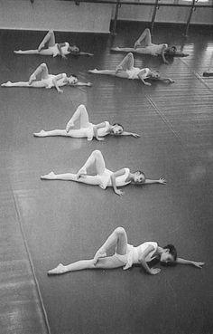 La maestra de danza y bailarina Victoria Mazari comenta esta práctica, que permite reflexionar sobre el propio cuerpo y su desarrollo técnico.