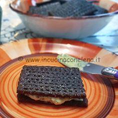 Crackers di quinoa nera