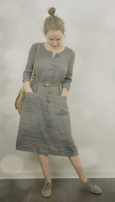I linen dress that can be layered as a coat. Grey Linen Buttoned Dress / Coat by KnockKnockLinen on EtsyGrey Linen Buttoned Dress / Coat Comfortable linen dress made by hand from washed middleweight linen fabric. Why do I love linen so much? Hijab Outfit, Dress Outfits, Fashion Dresses, Fashion Clothes, Stylish Dresses, Casual Dresses, Casual Outfits, Casual Shoes, Hijab Casual