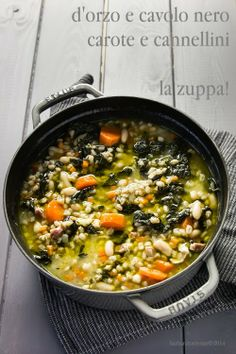 Zuppa d'orzo, cavolo nero e…. Chowder Recipes, Soup Recipes, Cavolo Nero Recipe, Cocotte Staub, I Love Food, Good Food, Veggie Recipes, Healthy Recipes, Veg Dishes