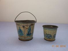 ANTIQUE/VINTAGE TIN DOLL HOUSE BUCKET AND CUP IN HOLLAND DESIGN
