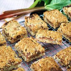 10 lækre opskrifter med rabarber - find dem her - Home by Bianca Eat Right, No Bake Cake, Cravings, Smoothies, Deserts, Muffin, Snacks, Baking, Breakfast