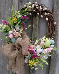 Osterkranz basteln und den Eingangsbereich geschmackvoll dekorieren Make Easter wreath and tastefully decorate the entrance area Hoppy Easter, Easter Bunny, Easter Eggs, Easter Tree, Spring Crafts, Holiday Crafts, Diy Ostern, Easter Parade, Deco Floral
