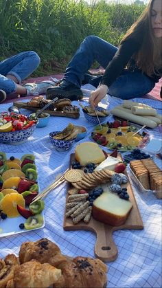 Food To Go, I Love Food, Picnic Date, Perfect Date, Cool Pins, Aesthetic Food, Charcuterie, Weight Gain, Food For Thought