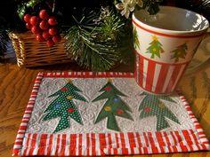 Quilted Mug Rugs by freidasew, via Flickr Christmas Mug Rugs, Christmas Sewing, Christmas Crafts, Christmas Decorations, Christmas Trees, Small Quilt Projects, Quilting Projects, Small Quilts, Mini Quilts