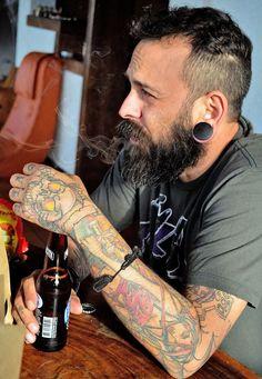 beardsftw:  inktoxikated:  L3sth4t empezando temprano el viernes :)  [[ Follow BeardsFTW! ]]