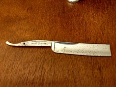 This Shumates Straight Razor Blade in the right hands could be a great shaver again. Please Message the shop with any questions  - Ships within 48