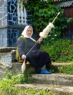Romania - The People We had a blast in Romania and it surprised us on so many levels. Spinning Wool, Hand Spinning, Spinning Wheels, Romania People, Romanian Women, Spin Me Right Round, Horse Cart, Half The Sky, Weaving Textiles