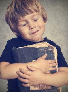 Comment faire lire les enfants sans s'arracher les cheveux ? – Une Pile de Livres