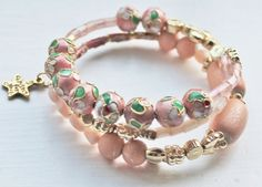 Bracelet in peach colours and metal beads by Lisbethstafnedesigns Peach Colors, Colours, Metal Beads, Charmed, Trending Outfits, Unique Jewelry, Handmade Gifts, Bracelets, Etsy