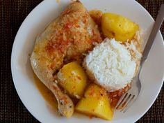 Guiso de Pollo y Papa // Chicken Potato Stew by provechoperu: Some of the best recipes truly are the very simple ones. This recipe combines chicken and potatoes with a flavorful, but simple sauce. #Peru #Chicken #Stew