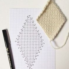 Crochet heart rug granny squares 17 new ideas Crochet Bedspread Pattern, Crochet Quilt, Granny Square Crochet Pattern, Crochet Pillow, Crochet Diagram, Crochet Art, Crochet Squares, Crochet Blanket Patterns, Love Crochet