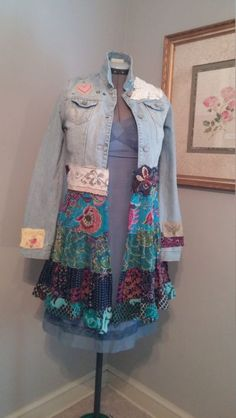 Upcycled Kleidung Boho Artsy funky Patchwork und Jeans Duster Stil Jacke, kostenlos … - UPCYCLING IDEEN - - Upcycled Kleidung Boho Artsy funky Patchwork und Jeans Duster Stil Jacke, kostenlos …, Source by Altered Couture, Denim Fashion, Look Fashion, Eco Clothing, Upcycled Clothing, Gypsy Clothing, Jean Diy, Anthropologie Clothing, Mode Jeans
