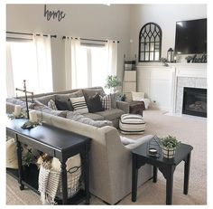 Chic Living Room, Living Room Grey, Home Living Room, Apartment Living, Living Room Designs, Black And Cream Living Room, Black Living Room Furniture, Cozy Living, Rustic Living Room Decor