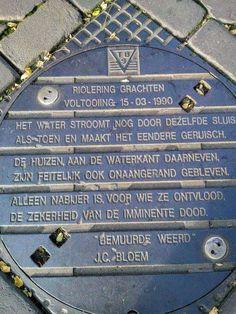Unieke Utrechtse putdeksel met J.C.Bloem gedicht erop.Wie o Wie weet hem te vinden?(rob-foto).