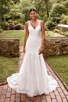 Fitted Lace Wedding Dress, Classic Wedding Dress, Dress Lace, Sincerity Bridal, Trumpet Gown, Wedding Dress Shopping, Designer Wedding Dresses, Bridal Style, Bridal Gowns