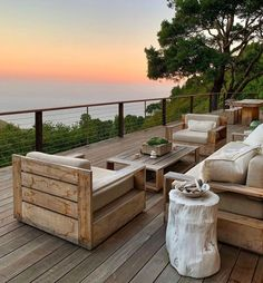 If you are looking for some deck design ideas for your backyard, stop dreaming and start planning with this inspiring collection that we have put together. Outdoor Sofa, Outdoor Spaces, Outdoor Decor, Deck Design, House Design, Cabins And Cottages, Backyard, The Incredibles, Architecture