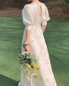 Minimal Wedding Dress, Plain Wedding Dress, Modest Wedding Dresses With Sleeves, Civil Wedding Dresses, Wedding Bridesmaid Dresses, Dream Wedding Dresses, Bridal Dresses, Special Dresses, Beautiful Prom Dresses