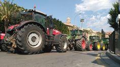 Tractores y camiones colapsan Murcia reclamando una solución para el Mar Menor compatible con la agricultura