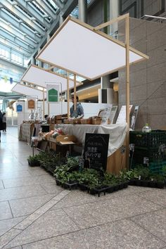 摊位 old testament books - Books Kiosk Design, Display Design, Booth Design, Retail Design, Store Design, Food Cart Design, Pop Up Market, Market Stalls, Space Saving Furniture