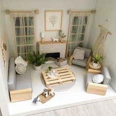 Absolutely in love this this palette coffee table! So much like the one I have at home. It was fun making it ☺️ ... Влюблена в этот столик-паллету! Ну очень похож он на тот, что в соей гостиной перед диваном)) . Ваша Энджи
