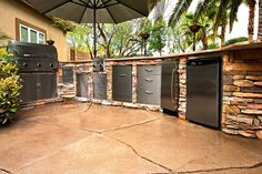 Google Image Result for http://www.hedbergaggregates.com/graphics/gallery/outdoor_kitchen/outdoor_kitchen09.jpg