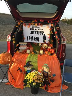 Trunk or treat Church trunk or treat idea! How To Care For A Hardwood Floor Hardwood floors are an Halloween Carnival, Halloween Games, Halloween Treats, Fall Halloween, Fall Carnival, Trunk Or Treat, Trunker Treat Ideas, Christian Halloween, Fall Festival Games