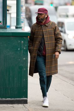 They Are Wearing: New York Fashion Week Men's Fall 2020 Mens Fall Outfits, Stylish Mens Outfits, Simple Outfits, Look Fashion, Guy Fashion, Black Men Street Fashion, Mens Fashion Coats, Black Men Winter Fashion, Men Street Wear