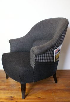 Fauteuil crapaud en laine grise, mélange de clair et foncé : Meubles et rangements par gwenaelle-carrier My Furniture, Refurbished Furniture, Upholstered Furniture, Futon Chair, Futon Mattress, Couch, Leather Futon, Chairs, Quartos