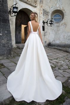 Shop affordable Simple Satin A-line Square Neckline Floor Length Bridal Gown at June Bridals! Over 8000 Chic wedding, bridesmaid, prom dresses & more are on hot sale. Wedding Dress Necklines, Wedding Dress Sash, Wedding Gowns, Dresses Elegant, 15 Dresses, Bridal Dresses, Mod Wedding, Wedding Ideas, Rustic Wedding