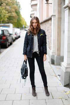 Un look simple et confortable avec une veste Barbour pour se prémunir des caprices des cieux