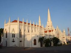 Basílica de São Tomé, em Chennai, construida pelos portugueses em 1896