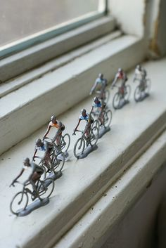 La tour de fenetre....( tour of the window) My DH would love this as he is a cyclist