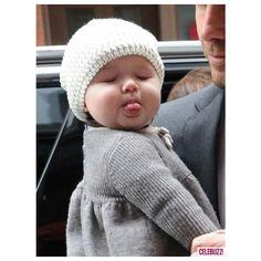 Was ist heißer als David Beckham, der seine Bauchmuskeln zeigt? Ob Sie es glaub… What's hotter than David Beckham showing his abs? Cute Little Baby, Baby Kind, Little Babies, Baby Love, Baby Baby, Baby Ruth, Baby Crib, Pretty Baby, Baby Sleep
